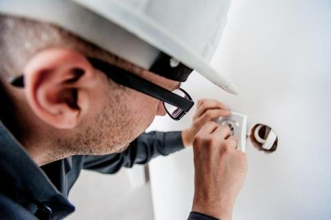 Tips to Avoid Electrician Scams